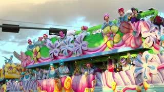 Lohengrin float throwing beads in parade