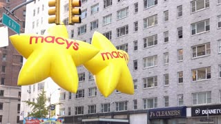 Macys star balloons at beginning of 89th annual parade 4k