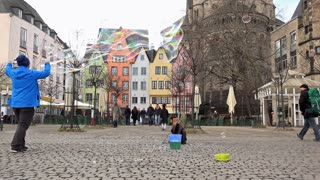 Making bubbles for kids in streets of Cologne 4k