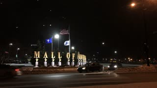 Mall of America sign at intersection during winter snow 4k