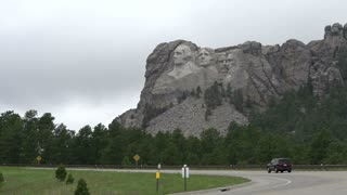 Mount Rushmore seen from road