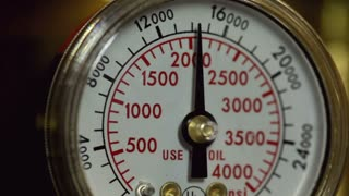 Needle on pressure gauge falling to zero