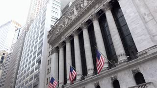 New York Stock Exchange building on Wall Street establishing shot 4k