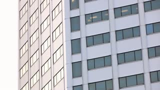 Office building establishing shot in city pan 4k