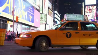 Officer in center of traffic in Times Square New York 4k