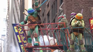 Panic at the Disco and Teenage Mutant Ninja Turtles float in parade 4k