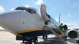 People exiting Ryanair flight in Valencia Spain 4k