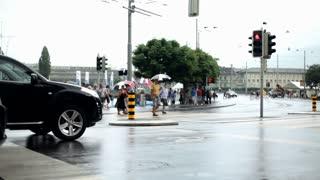 People in Luzern crossing street