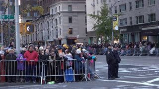 People lined up along fence for 89th Macys Parade 4k