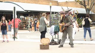 Performing man at Kansas City Farmers market 4k