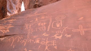 Petroglyphs on mountain side in Valley of Fire State Park 4k