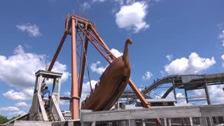 Pirate ship ride at Stingray Bay of Columbus Zoo 4k
