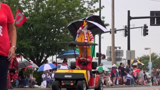 Ronald McDonald in July 4th Parade of Fairborn Ohio 4k
