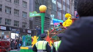 Sesame Street float going through New York City streets 4k