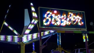 Sizzler carnival ride spinning people around 4k