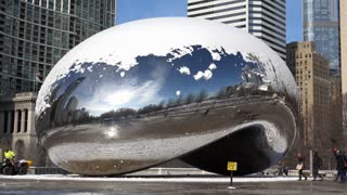 Snow on top of Millennium Bean in Chicago 4k