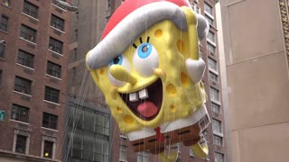 Spongebob Balloon in Thanksgiving day parade 2015 4k