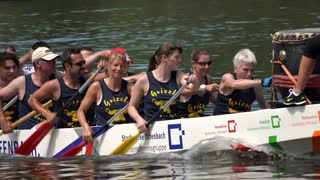 Stadtwerke Offenbach team in rowing competition 4k
