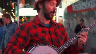 Street entertainer playing banjo in downtown New York City 4k