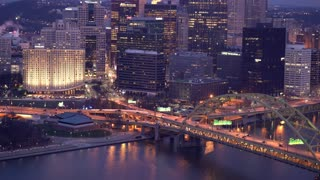 Traffic crossing Fort Duquesne at night in Pittsburgh 4k