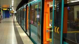 U4 train at Seckbacher Landstrasse stop in Frankfurt 4k
