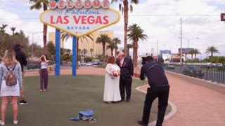 Bride and Groom at Welcome to Las Vegas sign 4k