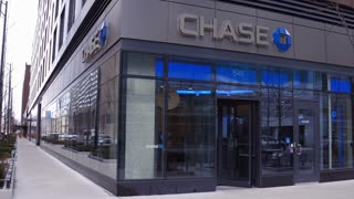 Chase Bank On Corner Of Building With Customers Leaving And Entering Chicago 4k
