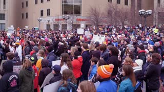 Crowd cheering and clapping at March for our LIves Dayton Ohio 4k