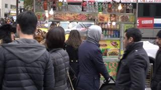Downtown New York City establishing shot of street vendor selling food 4k