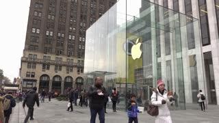 Establishing shot exterior Apple store in downtown NYC 4k