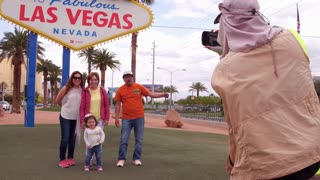 Family at Welcome to Fabulous Las Vegas sign 4k