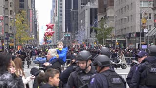 Looking down 90th Macys parade route in downtown 4k