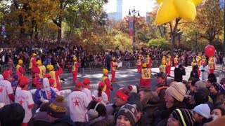 Macys Star Balloons Flying Down Streets Of New York 4 K