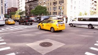 Manhattan intersection with traffic driving through