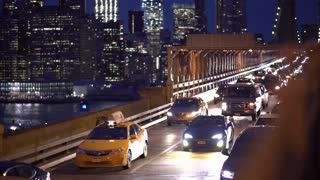 Night traffic coming across Brooklyn Bridge in New York City 4k