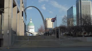 Old Court House with Gateway Arch in background St Louis 4k