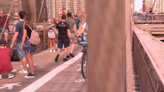 Reveal to people on Brooklyn Bridge slow motion