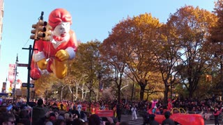 Ronald McDonald balloon in Macys Parade 2017 4k