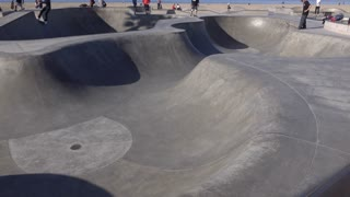 Skate park establishing tilt shot Venice Beach 4k