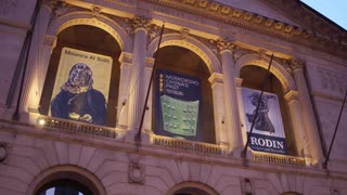 The Art Institute of Chicago exterior establishing shot at night 4k
