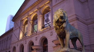 The Art Institute of Chicago Lion on exterior building 4k