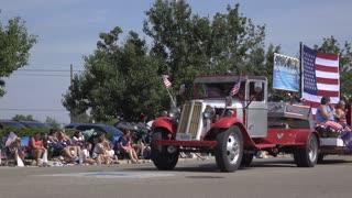 Veterinary Associates float in July 4th Parade 4k