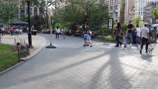 Walking through Madison Square Park in downtown Manhattan New York 4k