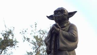 Yoda fountain on Lucasfilm campus in San Francisco 4k
