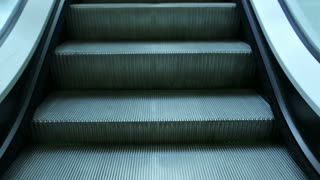 Moving escalator steps down