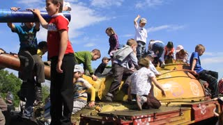 Childrens on the tanks