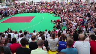KIEV, UKRAINE, AUGUST 24, 2012: F_nal Ukrainian streetball league and show on basketball pitch on Khreschatyk street, dedicated to celebrating Independence Day in Kiev, Ukraine, August 24, 2012
