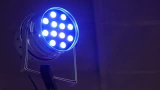 Lighting device that changes color