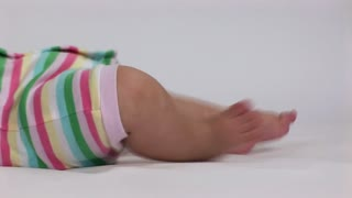 baby legs kicking