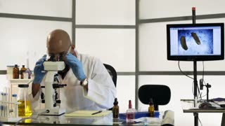 dolly scientist in lab using a pipette and microscope 4k